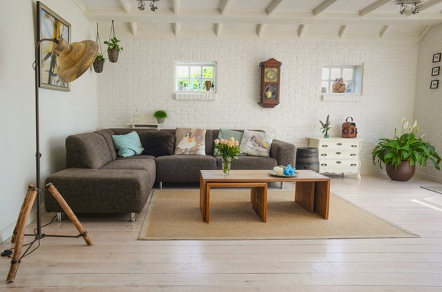 living-room-couch-interior-room-584399 (1)